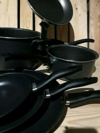 Set of 7 Pots and pans