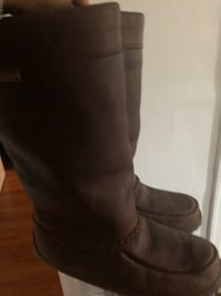 Authentic Manitoba Mukluks. Only wore a few times. Size 9 women's Toronto, M6C 2X7