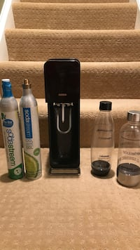 Soda Stream Jet- 2 CO2 canisters, 2 soda stream bottles included.