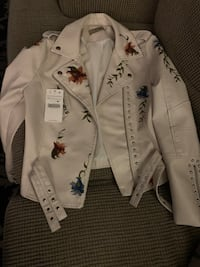 Faux leather jacket never worn still has tags size medium