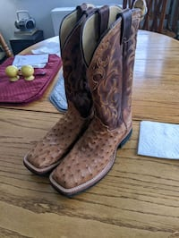 Justin Ostrich size 9D leather boots. Never worn $400.00 or best offer