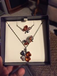 4 leaf clover earrings, bracelet and necklace. brand new