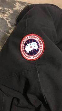 Canada goose jacket (brand New worn once ) size small Toronto, M3N 2P9