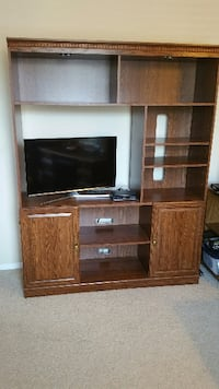 Entertainment Center w/ Bookcase, (FREE) Moving...free to pickup.  Thousand Oaks