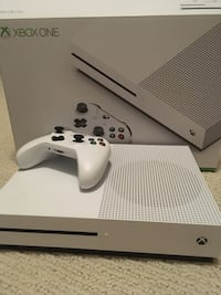 White xbox one console with controller San Diego, 92127