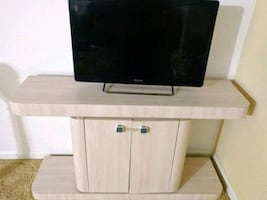 TV stand - Clean from a smoke-free pet-free home