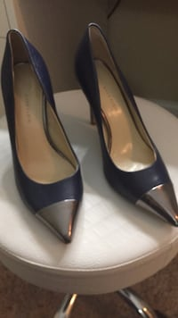 pair of black leather pointed-toe pumps Alexandria, 22310