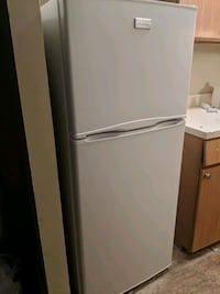Fridgidare Refrigerator (White) with Top Freezer  New York, 10016
