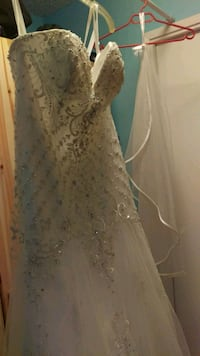 Never been worn wedding dress Surrey, V3S 3S9