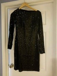 black long-sleeved dress 536 km