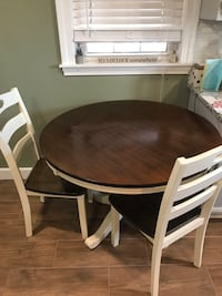 Kitchen table with 2 chairs New Bedford, 02745
