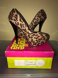 Sz7 cheetah stilettos  440 mi