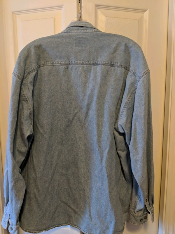 Hard Rock Cafe Edmonton denim shirt c75f8599-7e2c-445d-b958-a66dd1d07f75