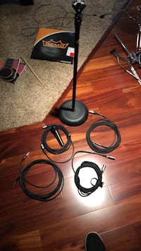 stand+mic plus cables included Herndon, 20171