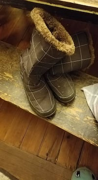 brown and gray quilted snow boots Almont, 48003