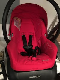 Maxi cosi car seat & base Abbotsford, V3G