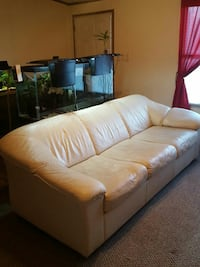 Super comfy leather couch