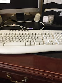 White Microsoft Computer Keyboard & Mouse St Catharines, L2M 7W5