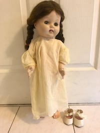 Unmarked vintage cry box baby doll with closing eyes when you lay her down ! New York, 11385