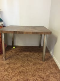 kitchen table   42 length x  47 width x height 30 inches Brossard