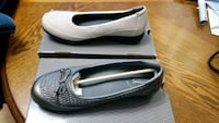 Sz. 8 Extra wide, stretchable leather flats Yelm, 98597