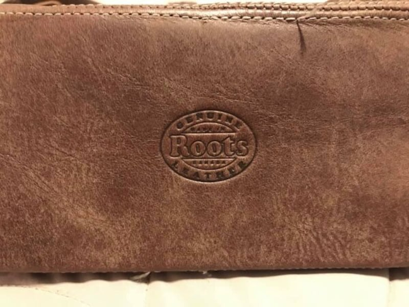 Roots Tribe leather purse 03f11470-9333-4ff1-b308-638b14ee4b5b