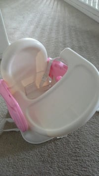baby's pink and white plastic chair!! Moreno Valley, 92555