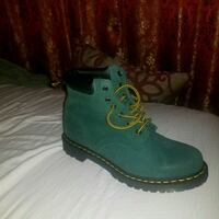 unpaired green and brown leather work boot 11 km