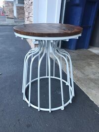 Round white wooden table  Issaquah, 98029