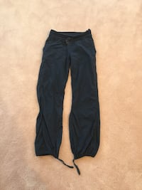 Lululemon navy studio pants 6 null, T8N 7S1