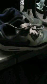 Boys nike shoes  Middle River