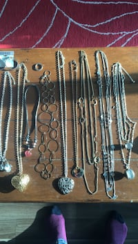 Assorted necklace lot