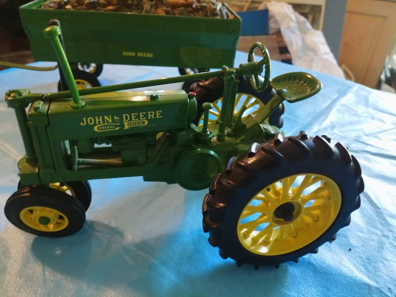 John Deere Toy Tractor with Corn Wagon with Dog. 98ea4f5b-d061-4bbb-b8bc-1dfe817e7a9a