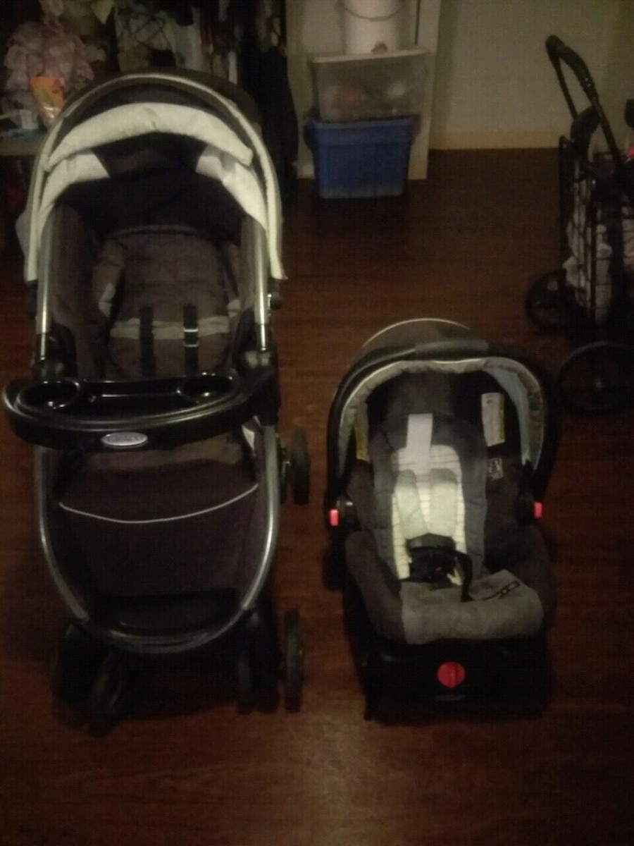 Photo Graco Snugride 30 Carseat and Matching Stroller