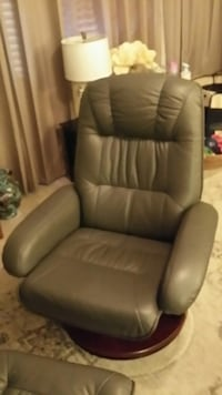 MINT CONDITION - Swivel Charcoal Grey Top Grain Leather with Matching Ottoman Sarasota