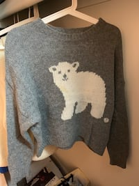 Gray and white crew-neck long-sleeved shirt 安娜堡, 48105