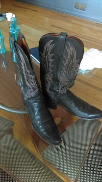 pair of black leather cowboy boots Lovettsville, 20180