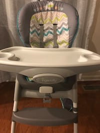 High chair - converts to booster! White Plains, 20695
