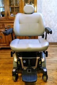 $895 HD power wheelchair, new batteries, exc. cond Troy, 48085