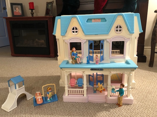 Vintage fisher price loving family house and accessories  492c21b9-96ed-4060-8003-886a92112301