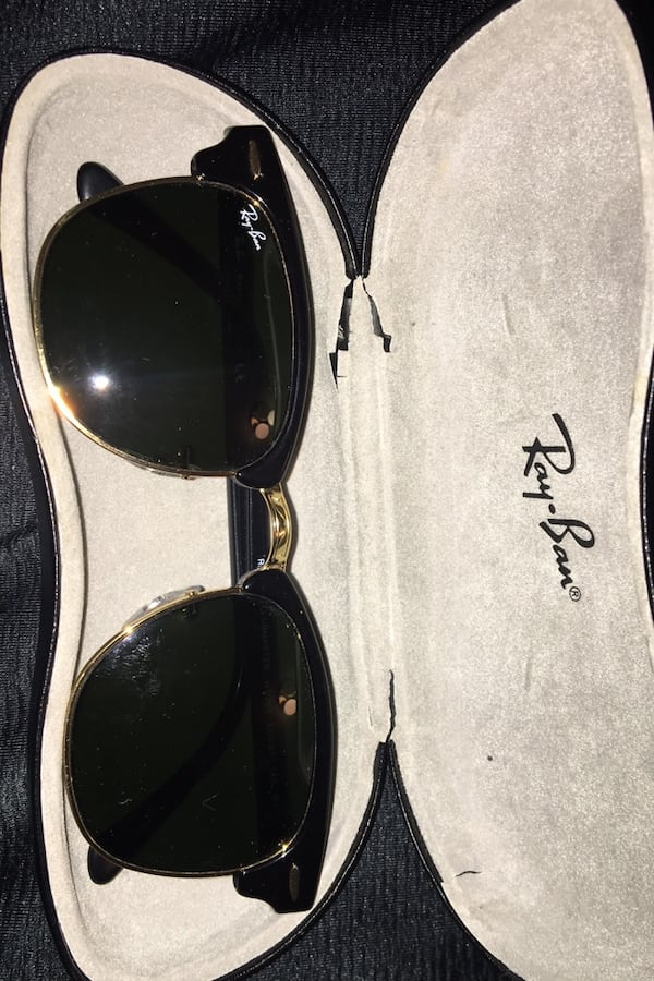 Rayban black and gold clubmaster sunglasses 57475f4e-d2af-4ef4-99f9-60619b5fe84a