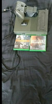 Limited edtion army green xbox 1 s 1t  Welland, L3B 5N6