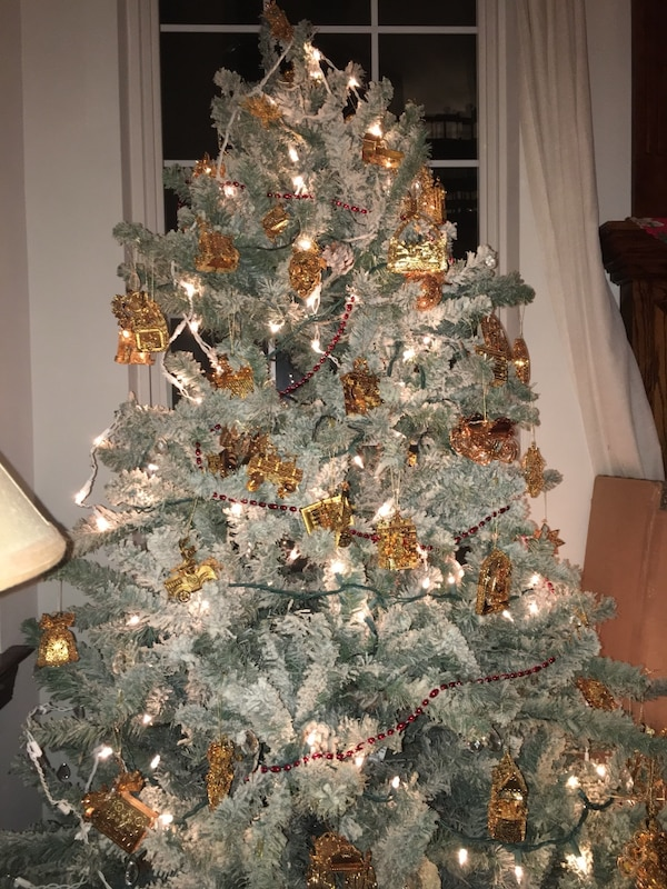 Artificial Christmas Tree W Lights Frosted Look