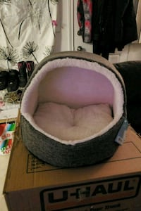 baby's gray and pink bassinet Edmonton, T5A 3K5