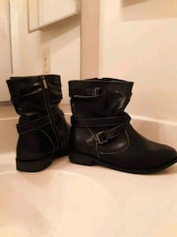 pair of black leather side-zip boots Woodbridge, 22191