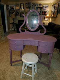 pink and white vanity table Owings Mills, 21117