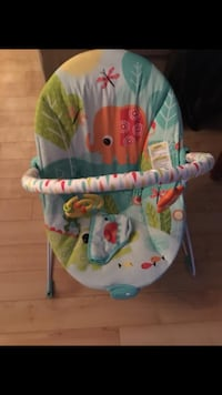 baby's blue and green bouncer Québec, G2G 1M3