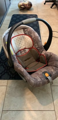 Chicco car seat, 2 bases, Chicco Keyfit and stroller base San Antonio, 78209