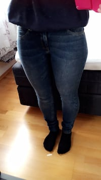 Jeans feather soft Dame h&m str 28/32