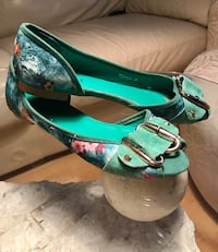 Green and pink floral peep-toe flats North Vancouver, V7L 2L6